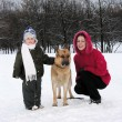 Family with dog. winter - Lizenzfreies Foto