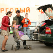 Family on shop parking 3 — Stock Photo