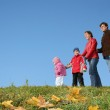 Autumn family of four and CLEAR sky — Stock Photo