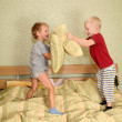Children play with pillows - Foto de Stock