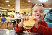 Child eat burger — Foto de Stock