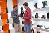 Couple in shoes shop — Stock Photo