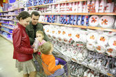 Family in houseware shop — Stock Photo