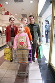 Family with children in shop 2 — Foto Stock