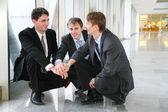 Elleri ile konuşmak kurumsal enigma — Stok fotoğraf