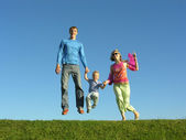 Fly happy family on blue sky 2 — Stock Photo