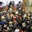 Escalator crowd — Stock Photo