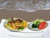 Eten op het strand — Stockfoto