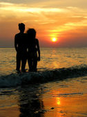 Couple on beach. sunrise. — Stock Photo