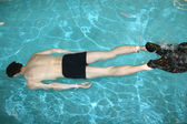 Diving man in pool — Stock Photo