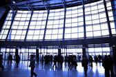 большие окна аэропорт — Стоковое фото