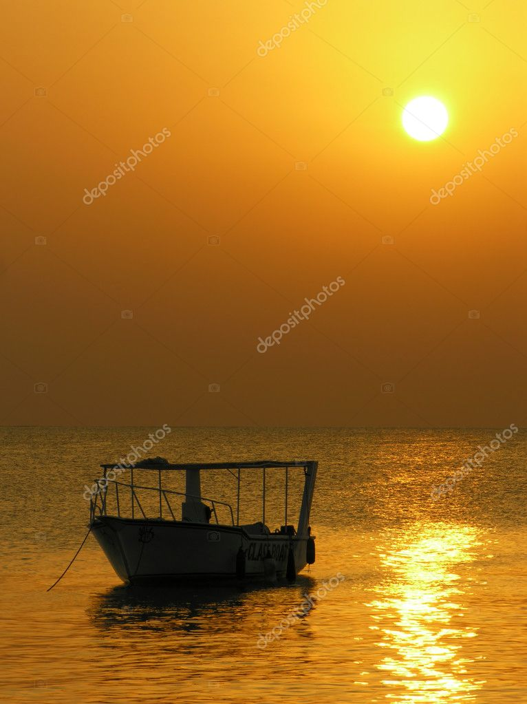 Boat at sunrise — Stock Photo #3642042