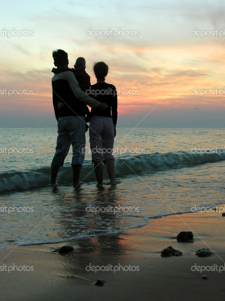 Family. sea. sunrise. — Stock Photo #3642084