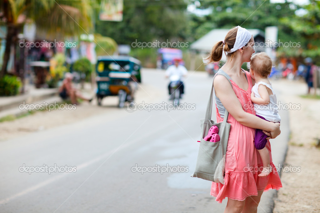 Young mother and her little daughter traveling in Asian village — Stock Photo #3587074