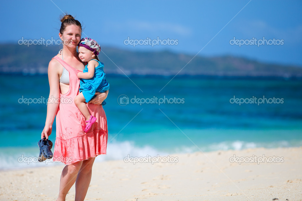 Young mother and her little daughter on tropical white sand beach — Stock Photo #3587187