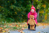 Toddler girl outdoors — Stock Photo