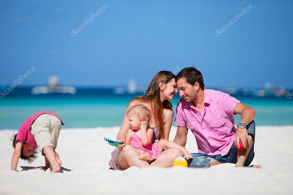 Фото острове мужчины женщины и дети