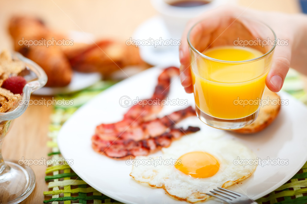 Delicious breakfast served. Corn flakes with berries, fried egg, bacon, toast, croissants, juice and fresh coffee. — Stock Photo #3646167