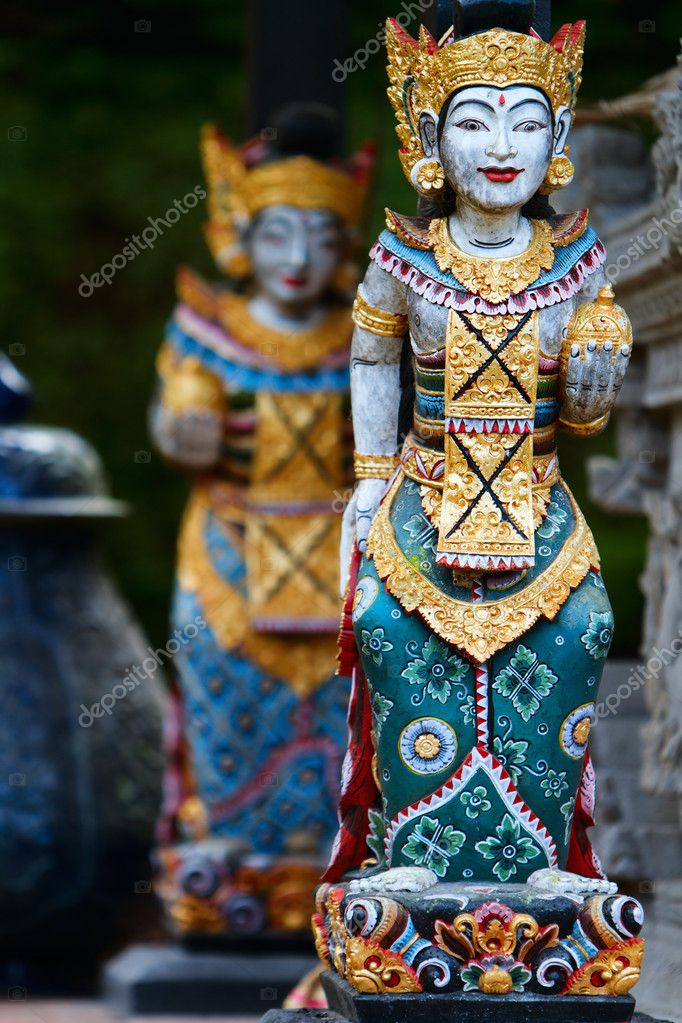 Vertical photo of two beautiful Balinese statues — Stock Photo #3658918
