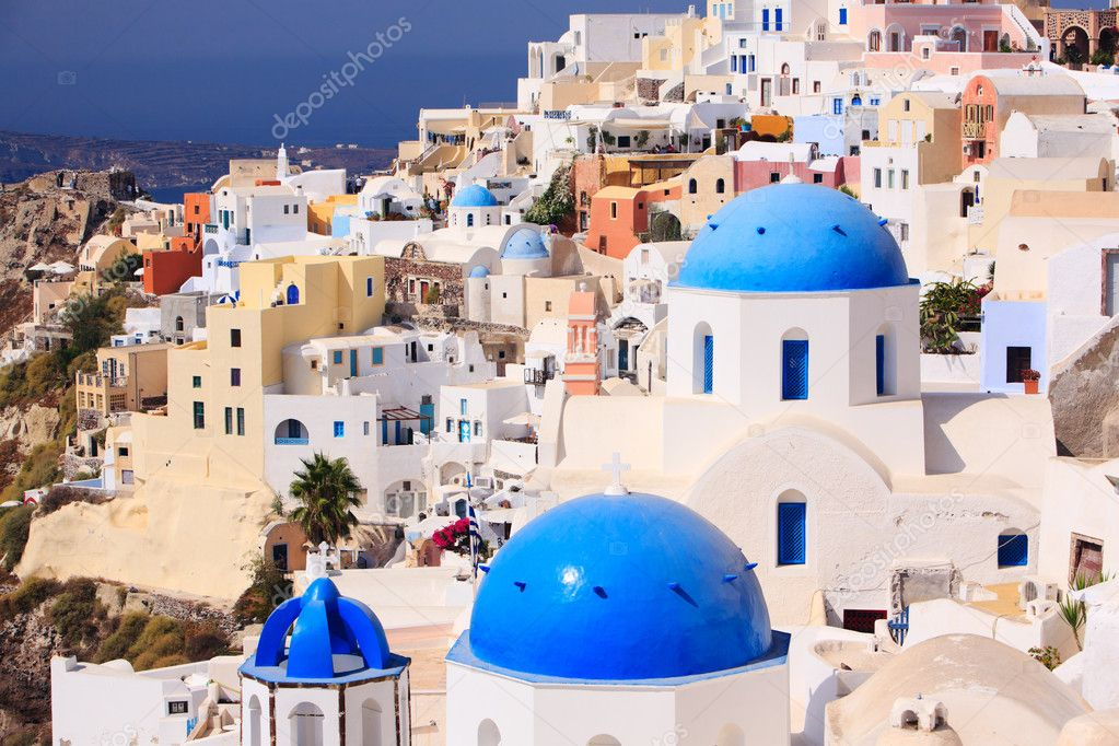Beautiful landscape of traditional Greek little town Oia in Santorini — Stock Photo #3696508