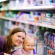 Family in supermarket - Foto Stock