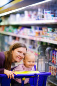 Family in supermarket — Stock Photo