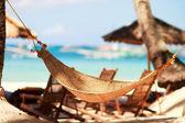 Houpací síť na tropické pláži — Stock fotografie