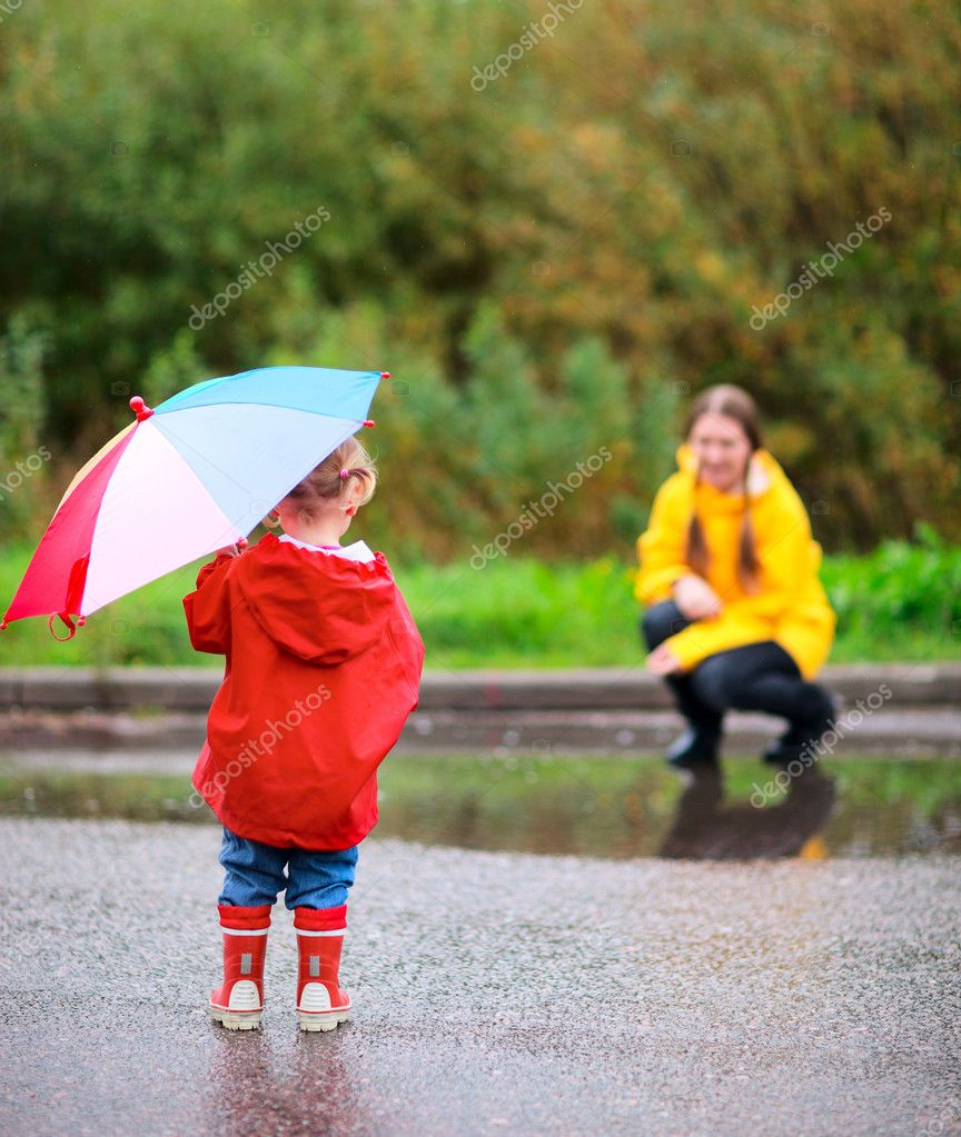 Mother and daughter outdoors at rainy autumn day — Stock Photo #3903789
