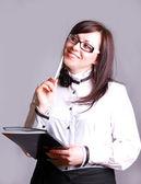 Vacker affärskvinna med en bärbar dator — Stockfoto