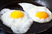 Eggs frying in oil — Stock Photo