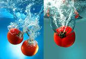 Na białym tle czerwone pomidory w wodzie — Zdjęcie stockowe