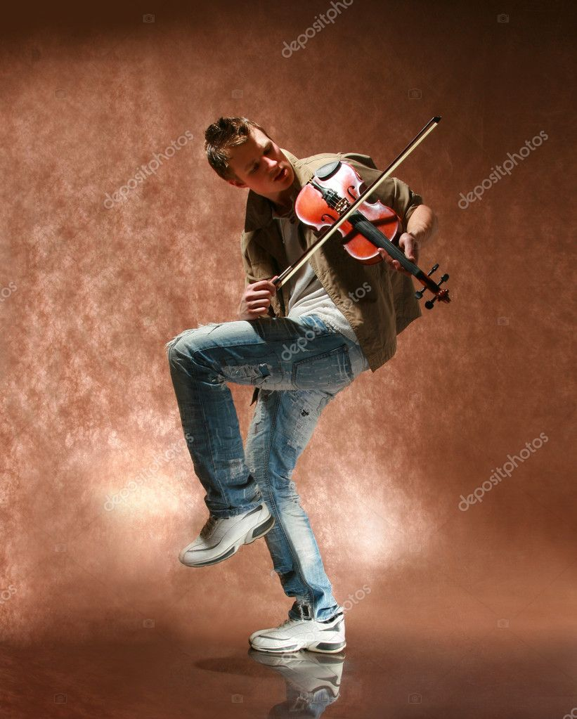 The young man with a violin — Stock Photo #2709828