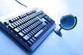 Globo e teclado — Fotografia Stock