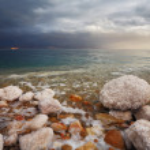Winter. Blue storm cloud on the Dead Sea — Stock Photo