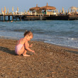 Little girl on sea beach. — Stock fotografie