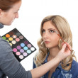 Master of style makes make-up. — Stock Photo