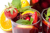 Refreshing fruit sangria, closeup — Stock Photo