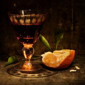 Mandarin and liquor — Stock Photo