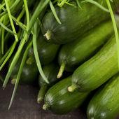 Komkommers en bieslook — Stockfoto