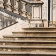 Architectural detail of a antique staircase with stone steps — Stock Photo #3904866