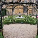 Topiary knot garden — Stock Photo