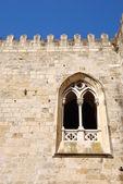 Detalu architektonicznego starożytnych okna kościoła — Zdjęcie stockowe