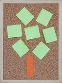 Prostředí strom koncepce barevné korkové desky — Stock fotografie