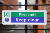 пожар выхода знак — Стоковое фото