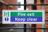 Sinal de saída de incêndio — Foto Stock