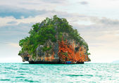 High cliffs on the tropical island. — Stock Photo