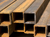 Tubos de secção quadrada de metal — Foto Stock