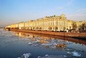 санкт-петербург. дворцовая набережная — Стоковое фото