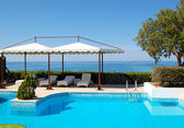 Swimming pool at luxury hotel — Stock Photo