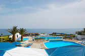 Beach and swimming pool area of popular hotel, Crete, Greece — Stock Photo